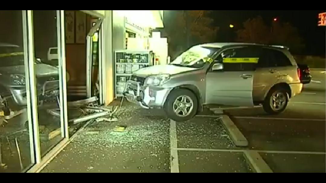 4WD crashes into Gold Coast restaurant