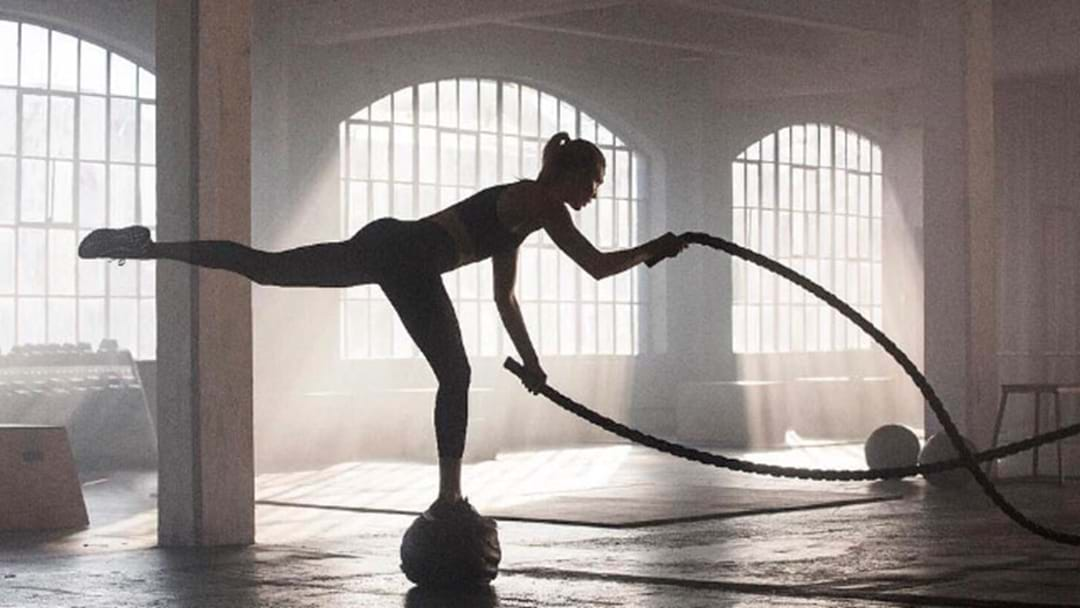 Karlie Kloss Defies Gravity With An INSANELY Hard Workout