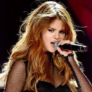 Selena Gomez Has A Chic New Look