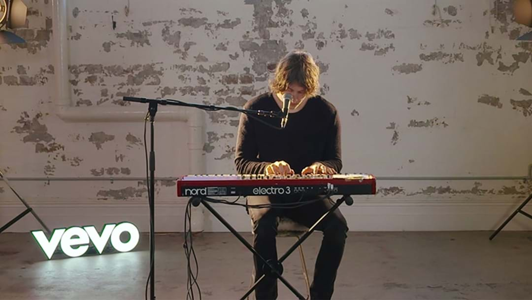 Dean Lewis Stuns With Incredible Performance Of 'Waves'