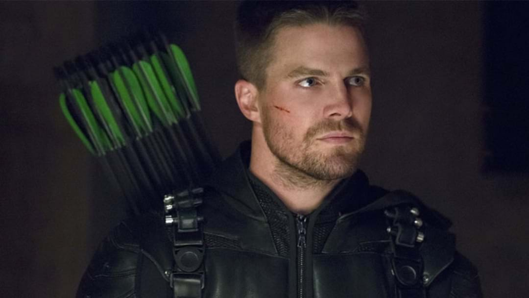 'Arrow' Babe Stephen Amell Slams Haters Who Say He's Fat