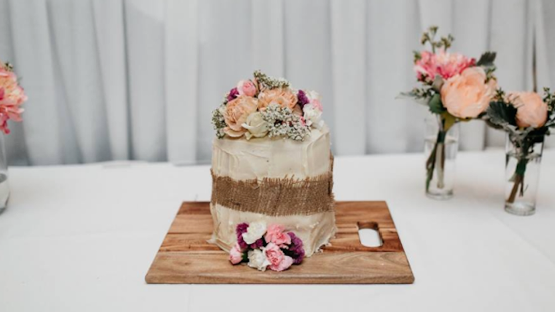 Bride's $500 Cake Doesn't Arrive, Friends Save The Day In Most AUSSIE Way