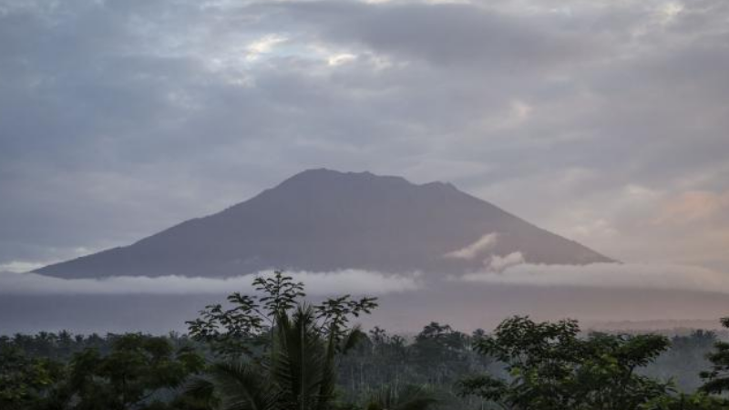 Mt. Agung rumbles, Bali prepares for major volcanic eruption
