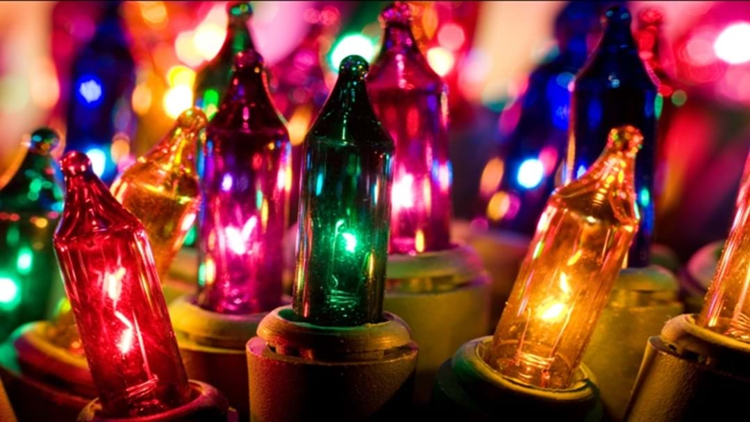 You May Have Been Hanging Your Christmas Lights Incorrectly!