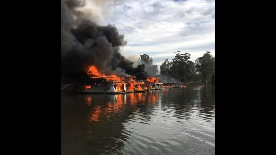 10 houseboats destroyed in Moama Fire