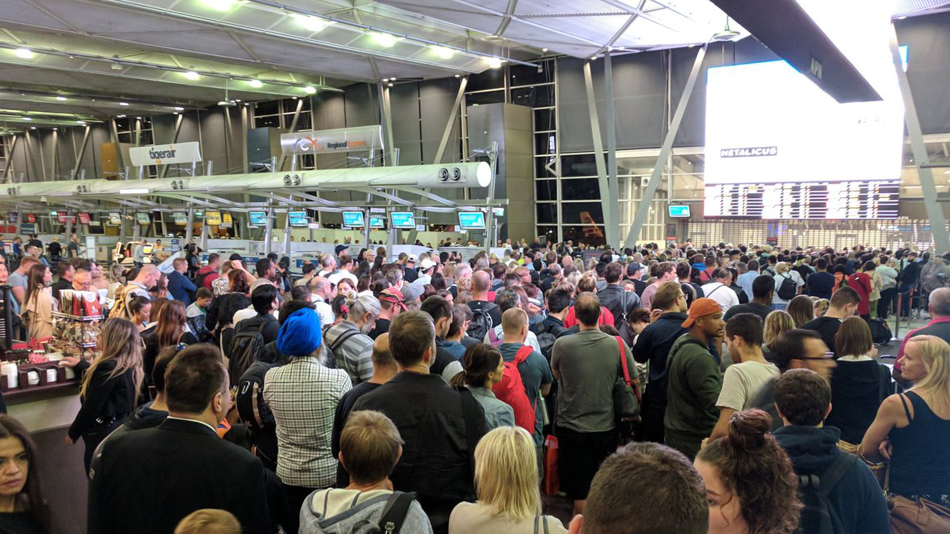 Brisbane airport in chaos as passenger sets off security screen