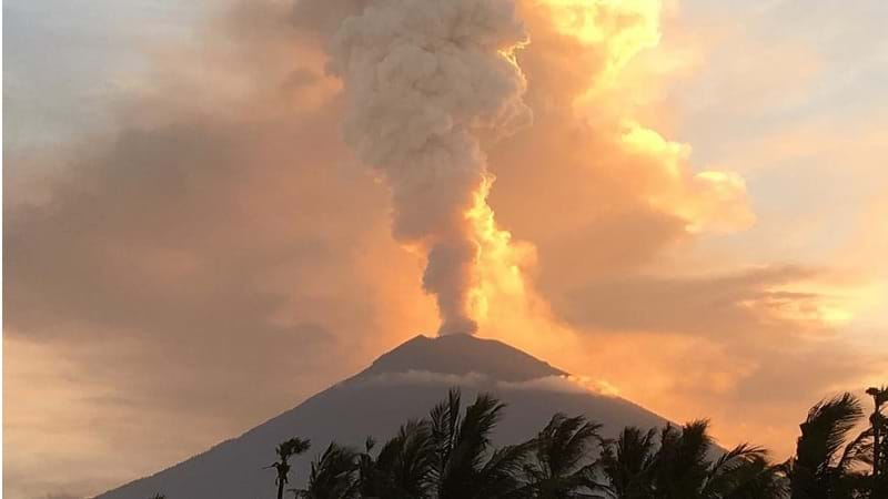 Bali airport resumes operations day after volcano Mount Agung erupts