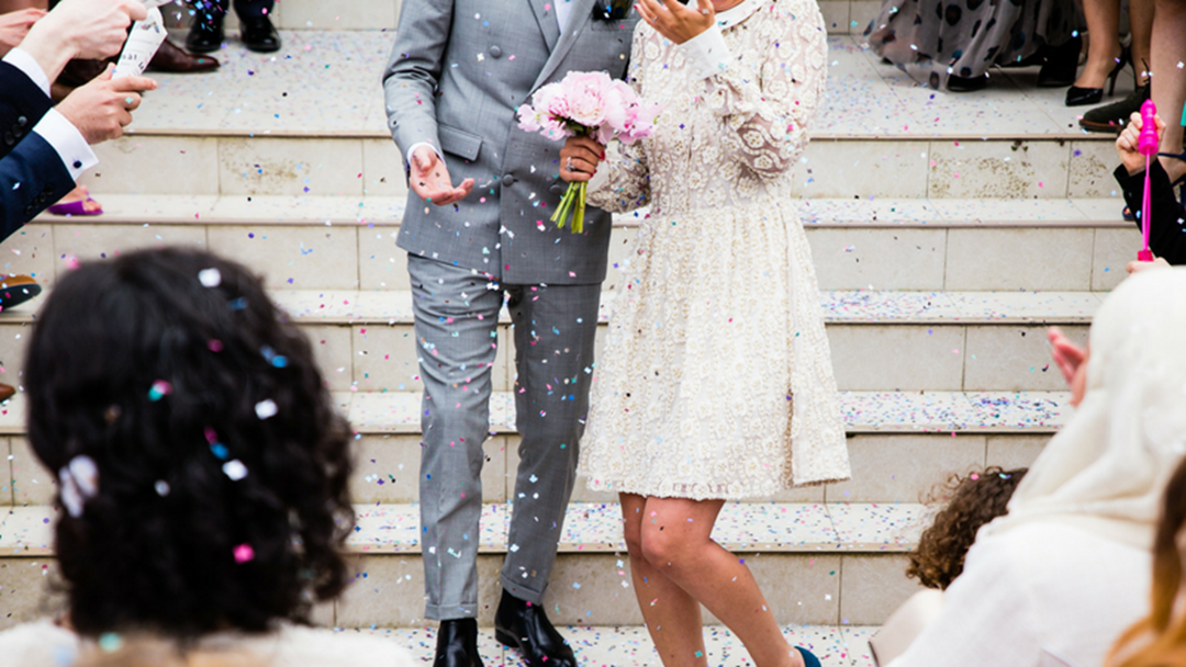 When to Save and When to Splurge On Your Wedding Day
