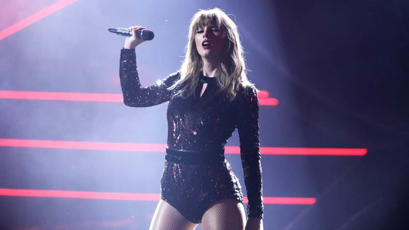 Article heading image for Taylor Swift's AMAs Performance Was So Hot We Basically Caught On Fire